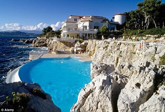 Khách sạn 5 sao như Hotel du Cap Eden Roc ở Pháp hội tủ đầy đủ những tiêu chuẩn trên