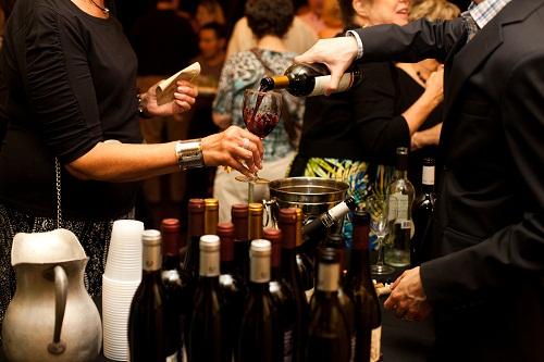 wine-tasting-in-restaurant