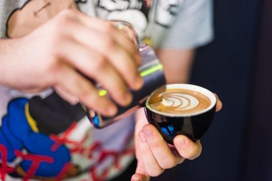 Sprudge-Kaffeine-KateBeard-pouring-13-740x493