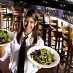 Đào tạo một nhân viên phục vụ bàn mới với 6 bước đơn giản
