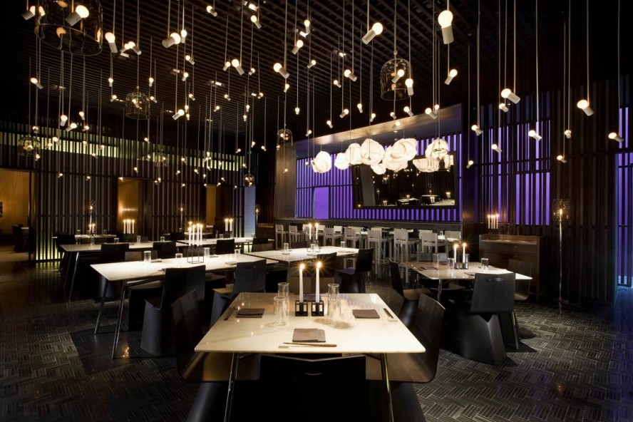 amazing-hanging-bulb-asian-pendant-lighting-plus-candle-holder-and-large-dining-table-for-modern-restaurant